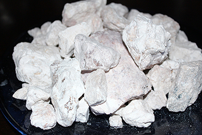 Edible white crunchy kaolin clay