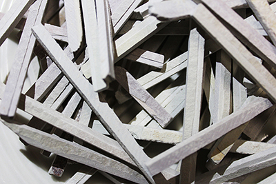 Indian slates are smaller sticks that eaves a chalky powder on the fingers